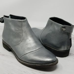 Kenneth Cole Silver Leather Slip On Bootie 5